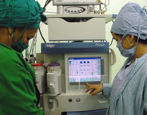 Nuevo ventilador respirador mecánico que ventila durante la operación. Foto: Juvenal Balan