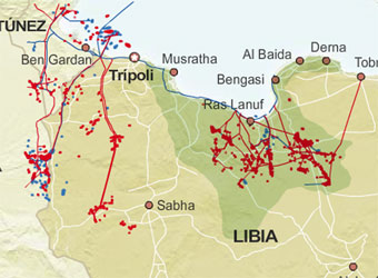 Gráfico sobre los principales yacimientos libios de petróleo libios (en rojo) y los oeoductos (en azul).  Infografía de El País