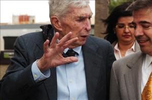 Posada y Arturo Hernández saliendo de la corte en El Paso