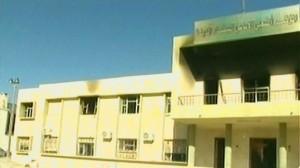 La sede de la TV libia fue presuntamente incendiada por manifestantes.