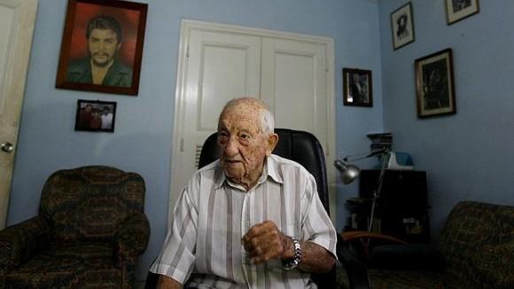 Alberto Granado en su casa.