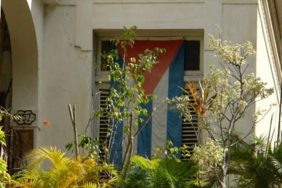bandera-en-ventana-de-la-habana