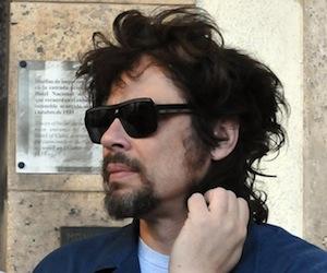 El actor puertorriqueñ'o Benicio del Toro a la salida de un Hotel en La Habana, Cuba. Foto: EFE/Stringer
