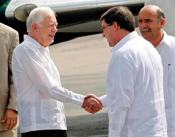 Carter saluda al canciller cubano Bruno Rodríguez