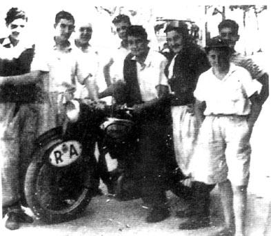 El Che y Granado con la motocicleta