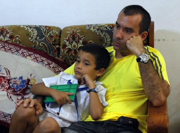 Con su hijo Danielito. Foto: Ismael Francisco