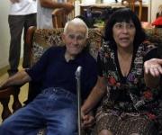 La mamá y el abuelo de Dalexi. Foto: Ismael Francisco