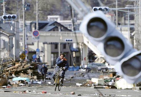 Del desastre se puede salir solo en bicicleta.