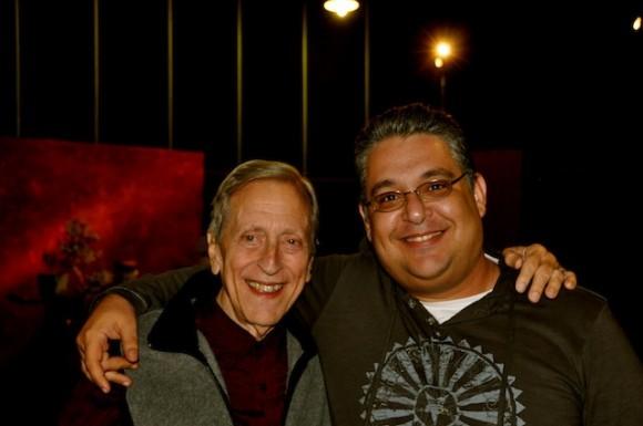 """Enrique Pineda Barnet y Manolito Iglesias, editor de """"Con 2 que se quieran"""". Foto: Petí"""