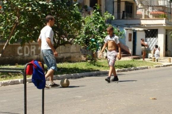 futbol-en-las-calles-de-la-habana