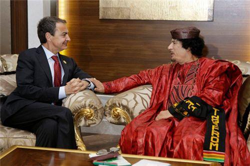 Gadafi y un Zapatero muy amoroso