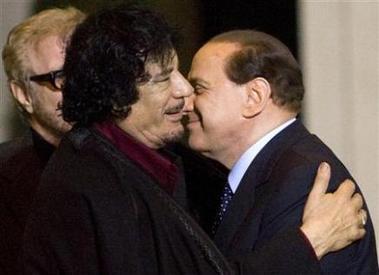 Muamar el Gadafi con Berlusconi