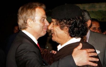 Muamar el Gadafi con Tony Blair