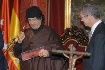 Muammar el Gadhafi con Gallardón