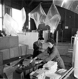 La propaganda de Radio Free Europe, de los mismos años, también se lanzaba con globos de helio