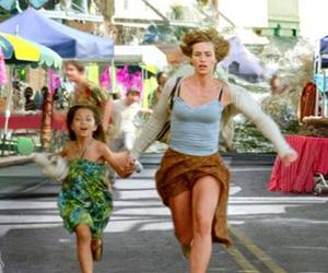Fotograma de 'Más allá de la vida', cinta de Clint Eastwood que muestra muy gráficamente cómo un tsunami asola el sureste asiático. Warner la ha retirado del mercado japonés.