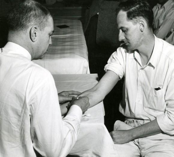 En la década del 50, un médico de Ohio inocula células cancerígenas en un prisionero. Foto: