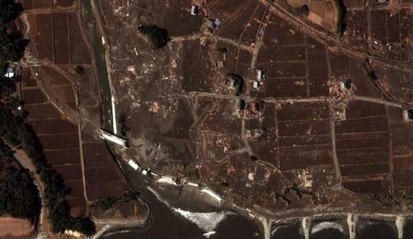 Esta imagen por satélite de la costa noreste de Japón muestra los destrozos provocados por el terremoto y el tsunami del día 11 de marzo. Foto: Reuters