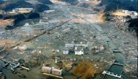 La ciudad de Minami Sanriku, en la prefectura de Miyagi, ha quedado bajo las aguas tras el tsunami. La región era la unión de dos ciudades: Utatsu, es famosa por su museo de fósiles y sus ostras baratas, y la otra es un pueblo de pescadores de 15.000 habitantes con playa artificial, buceo y cámping. Foto: AP