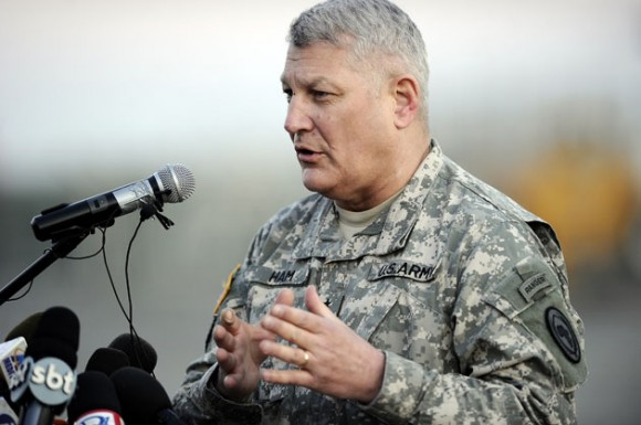 Carter Ham. El jefe militar de EEUU dice que no puede excluir víctimas civiles en operación en Libia