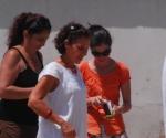 Yoani Sánchez, junto a Lilima Nigaglioni, ex secretaria de Prensa y de Cultura de la Oficina de Intereses de los Estados Unidos en La Habana. Foto: Archivo.