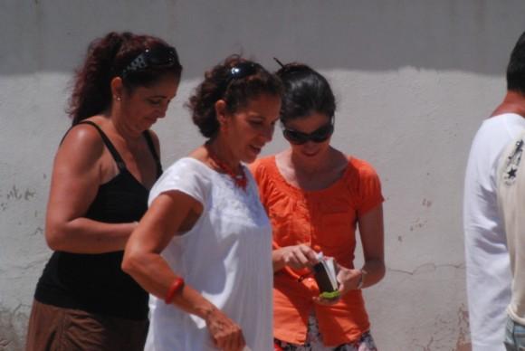 Yoani Sánchez, junto a Lilima Nigaglioni, ex secretaria de Prensa y de Cultura de la SINA