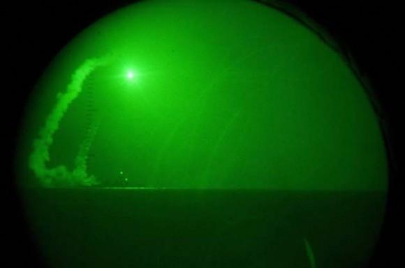 Foto del lanzamiento de un misil sobre Libia, divulgada por el Ejército de los Estados Unidos
