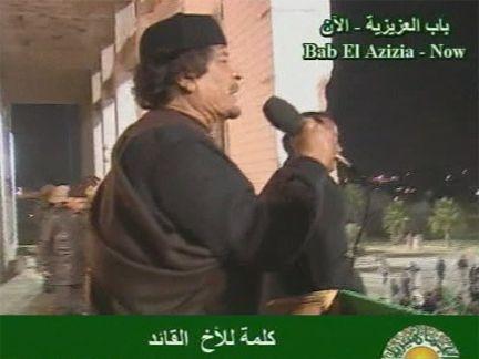 Gadafi habla a la multitud. Foto: Tomada de la TV
