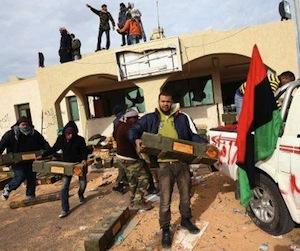 Los rebeldes se reagrupan para no perder equipos militares (Foto: EFE)