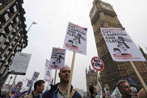 La manifestación contra el Gobierno de David Cameron ha congregado, según el diario, a más de 400.000 personas, lo que la convierte en la más importante celebrada en Londres desde las manifestaciones contra la invasión de Iraq de 2003.