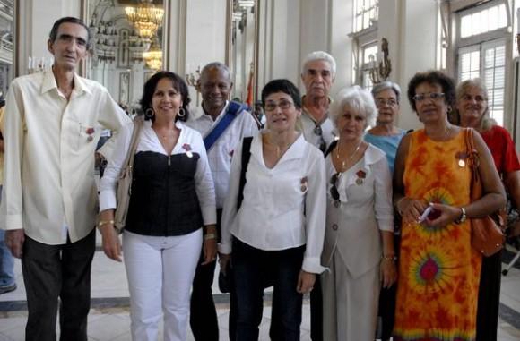 Grupo de perdiodistas cubanos que recibieron la distincion Félix Elmuza, en La Habana, Cuba, el 9 de marzo de 2011. AIN FOTO/Sergio ABEL REYES