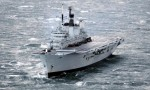 El portaaviones británico Ark Royal ha sido puesto a la venta el lunes 28 de marzo de 2011 en un sitio de internet de subastas del Ministerio de Defensa del Reino Unido. En la imagen, del 12 de noviembre de 2010, la nave navega en aguas que no fueron identificadas. (AP foto/PA, Danny Lawson)