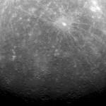 Foto:Imagen facilitada por la NASA hoy miércoles 30 de marzo de 2011 y fechada el 29 de marzo de 2011 de una vista general de la superficie de Mercurio. La sonda Messenger mandó a la tierra la primera imagen del planeta desde que entró en la órbita de Mercurio, el plantea más próximo al sol, el pasado 17 de marzo. EFE/NASA/Johns Hopkins University Applied Physics Laboratory