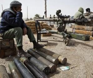 Rebeldes libios armados hasta los dientes.
