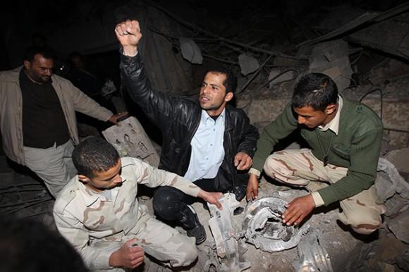 Ruinas del edificio administrativo de la residencia de Gadafi en Trípoli después de ataque de misil. Foto: EFE