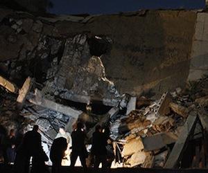 La residencia de Gadafi es atacada por un misil.