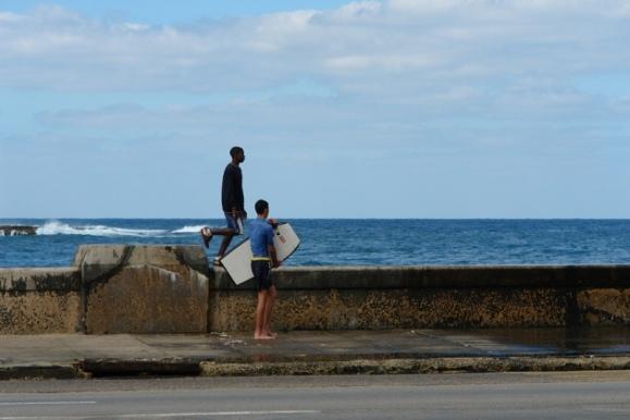 surf-en-el-malecon-de-la-habana