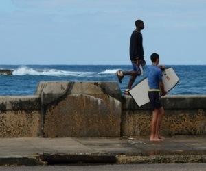 surf-en-el-malecon-de-la-habana1