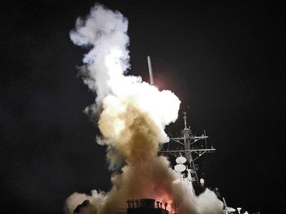 Tomahawk lanzado desde el destructor USS Berry.