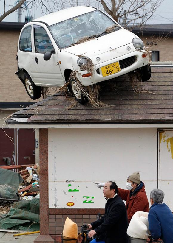 Ha sucedido en la ciudad de Sendai donde, después del tsunami, este vehículo apareció como muestra la imagen. Foto: Reuters