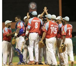 Los avileños celebran la victoria y se aprestan al 7mo juego  Foto: Armando Hernández