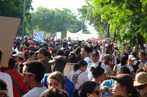 En cualquier multitud una bandera siempre destaca. Foto: Rafael González Escalona/Cubadebate