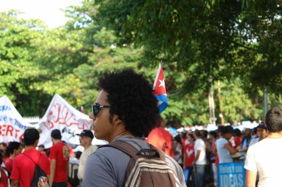 Uno nunca sabe dónde va a encontrarse una bandera. Foto: Rafael González Escalona/Cubadebate