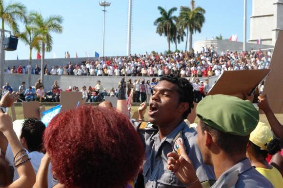 Los nuevos alfabetizadores no se perdieron la fiesta. Foto: Rafael González Escalona/Cubadebate