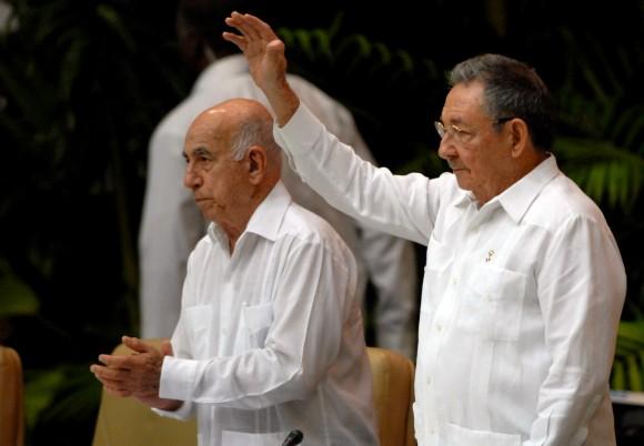 Raúl y Machado en el VI Congreso del Partido Comunista de Cuba. Foto: