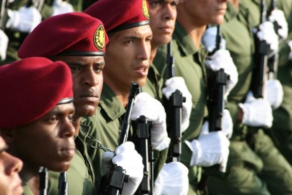38-revista-militar-y-desfile-popular-16-de-abril-foto-jorge-leganoa-580x3871