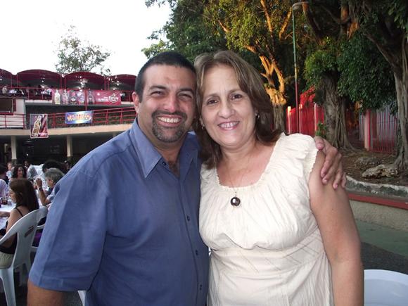 Jorge Ruiz Paez,  Presidente de ARTex y Ela Ramos Gerente General de Bis Music, sello discográfico que alcanzó la mayor cantidad de nominados este año.