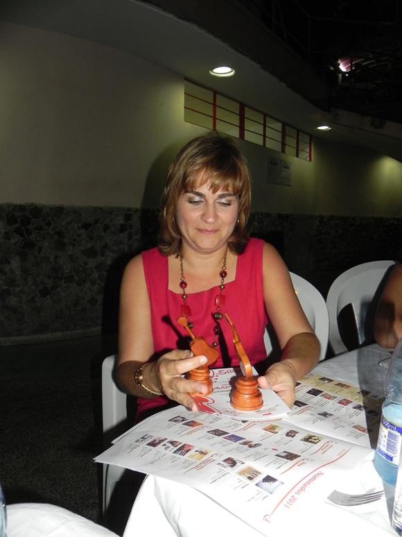Magda Resik, directora de Habana Radio, recibió las nominaciones de la Oficina del Historiador de la Ciudad.