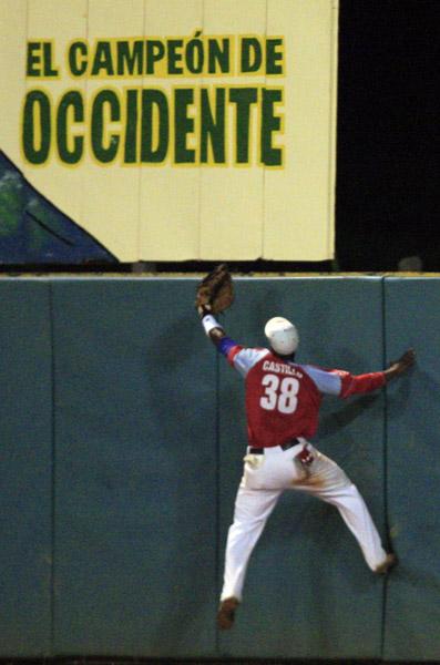 Juego entre Pinar y Ciego de Ávila en el Play Off. Foto: Ismael Francisco