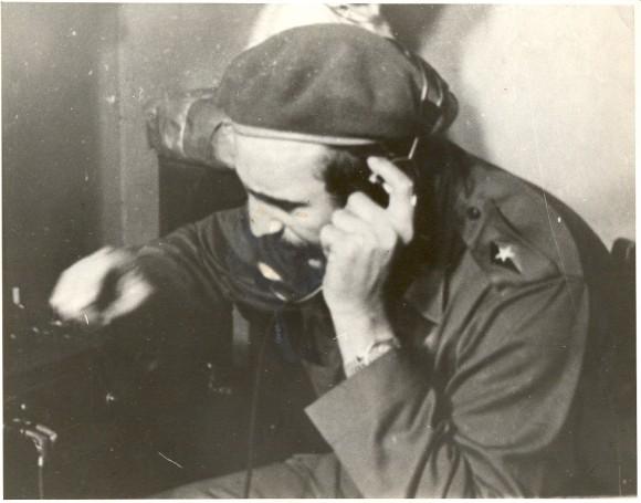 Fidel dando instrucciones durante los combates